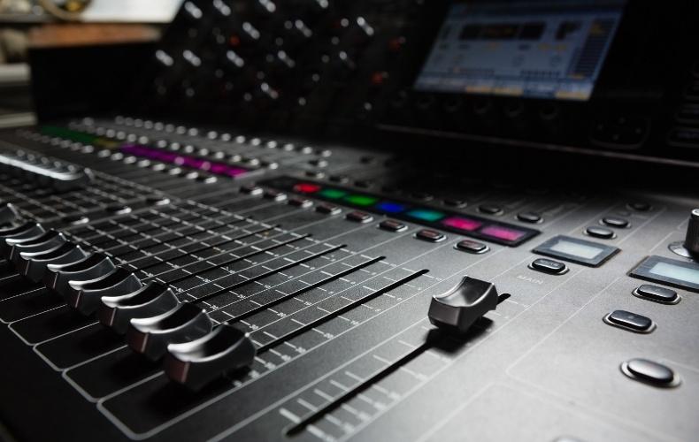 voicestudio-rebrands-as-promptvoice